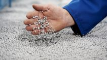 Neopor: ein innovatives Dämmmaterial – Technikum / Neopor: an innovative insulating material – Pilot plant