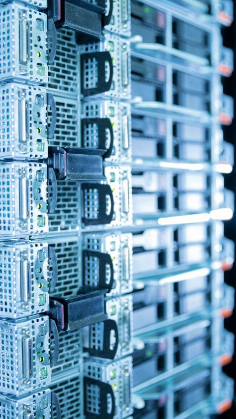 Der BASF-Supercomputer, QURIOSITY, ist im Betrieb. Mit einer Rechenleistung von 1,75 Petaflops (1 Petaflop entspricht einer Billiarde Rechenoperationen pro Sekunde) bietet QURIOSITY eine etwa zehnmal höhere Rechenleistung als bisher für wissenschaftliches Rechnen zur Verfügung stand. Dies ermöglicht der chemisch-industriellen Forschung, in kürzester Zeit, Antworten auf komplexe Fragen zu finden und bisher unbekannte Beziehungen zwischen Forschungsgegenständen herzustellen.
