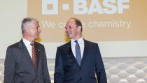 From left to right: Dr. Jürgen Hambrecht (Chairman of the Supervisory Board of BASF SE) and Dr. Martin Brudermüller (Chairman of the Board of Executive Directors of BASF SE)