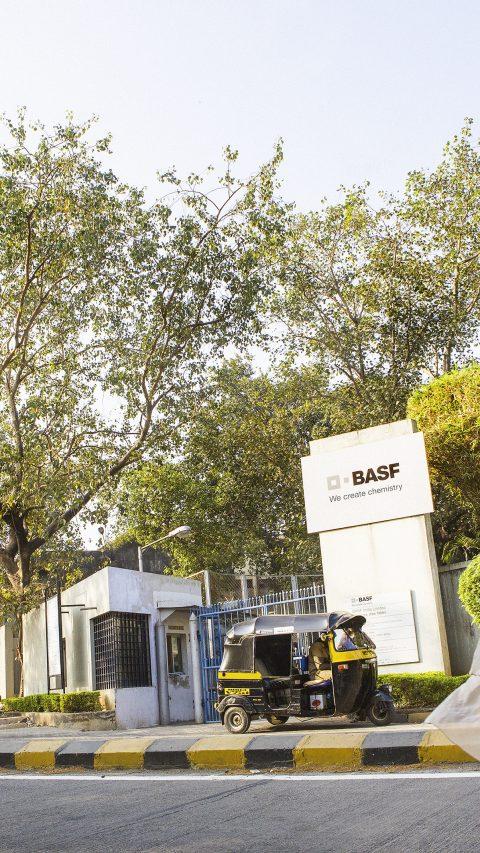 Das moderne Zentrum für Forschung und Entwicklung der BASF in Mumbai, in dem sich auch anwendungstechnische Labore für Dispersionen und Pigmente, Kunststoffadditive, Haushalt, Kosmetik & Körperpflege sowie Kraft- und Schmierstoffe befinden. Forschung und Entwicklung in Indien gehören zur globalen Technologieplattform der BASF.