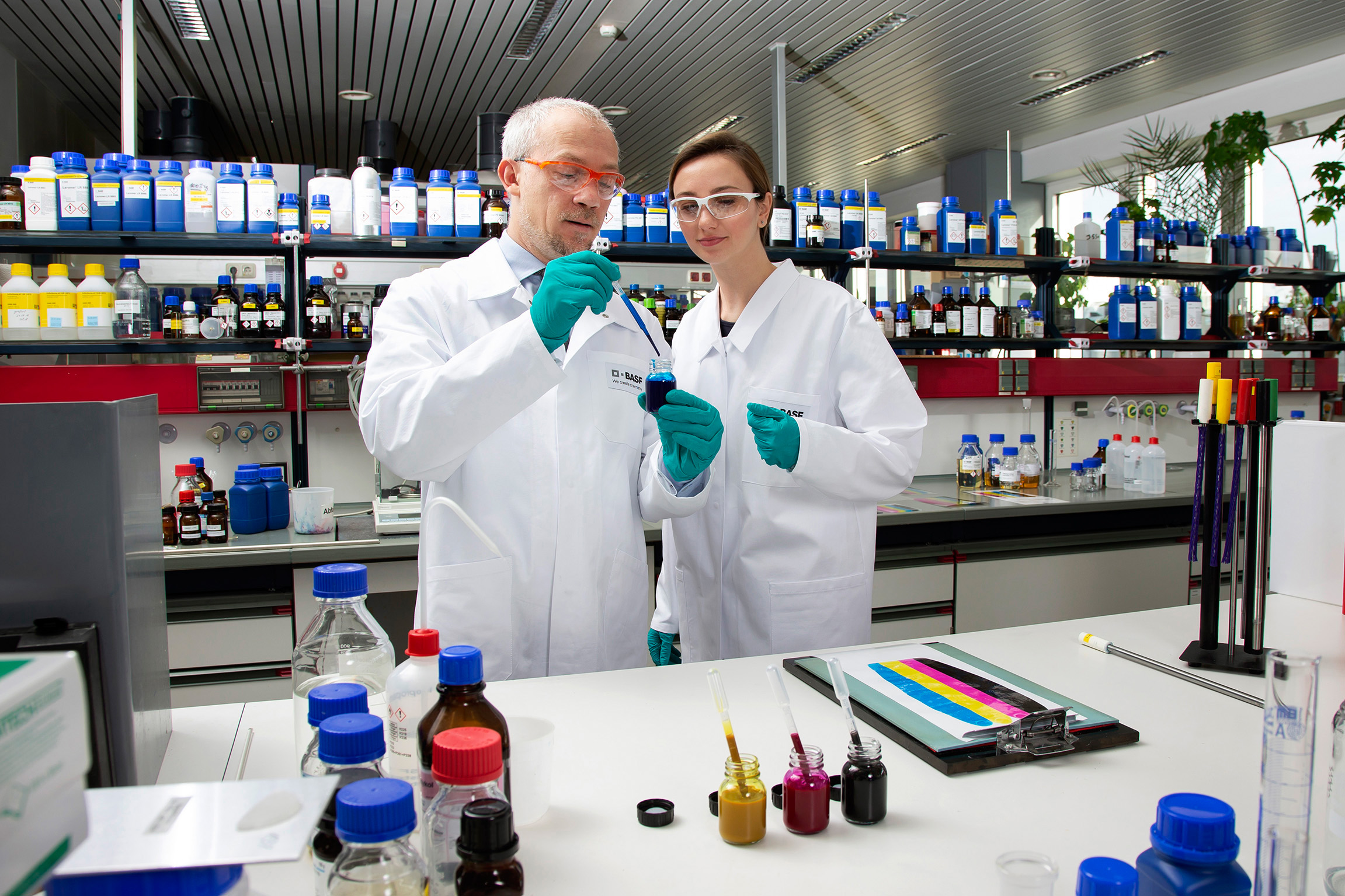 Neues BASF-Vinylmonomer für UV-härtende Produkte in der Printing- und Coatings-Industrie