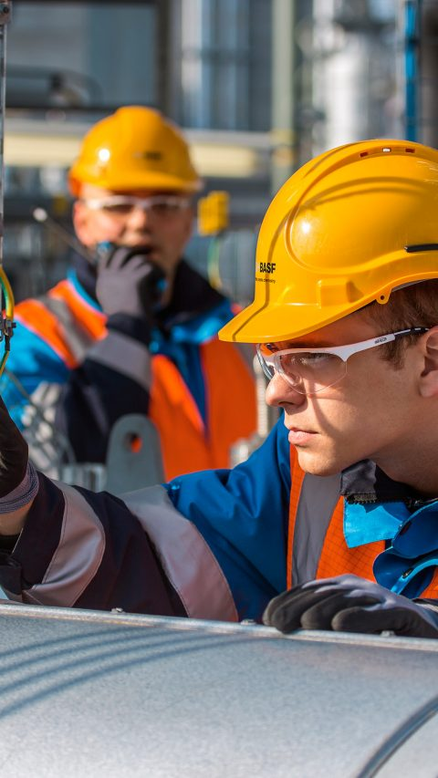 The toluene diisocyanate (TDI) plant at Ludwigshafen site has an annual capacity of 300,000 metric tons and comprises plant components that produce DNT (dinitrotoluene), TDA (toluylendiamine) and TDI (toluene diisocyanate).TDI is a core component for polyurethanes, a special synthetic. It is often used in the furniture industry (elastic foams for mattresses, cushions or wood coating) and the automotive industry (seat cushions).Waldemar Röhr (in the background) and Danny Neudecker (in the foreground), both plant operators, perform equipment inspections in the TDI plant.