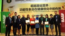 (Second from left) Haibo Tian, Vice-Director, BASF Human Nutrition Asia Pacific and (second from right) Tina Low, Vice-President, BASF Nutrition & Health Asia Pacific, with recipients of the fifth Newtrition® Asia Research Grant.